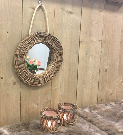 Rieten Spiegel Rond Leuk voor in de toilet maar ook leuk als decoratie! Ophangen met touw of met een schroef!