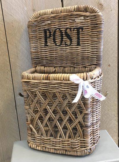 Post Wand Houder