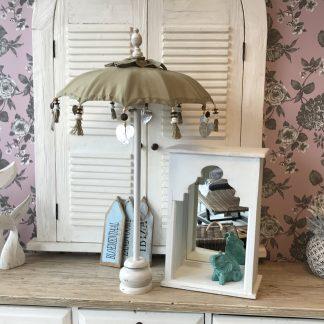 Spiegel boho Wit De prachtige sfeer maker Spiegel boho Wit op de hand gemaakt in bali om neer te zetten. Geeft gelijk een prachtige stijl vanibiza boho shabbytot marrakech.
