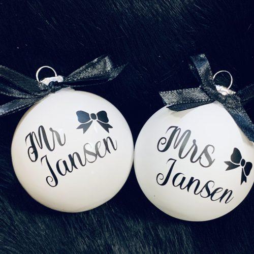 Kerstbal Mr & Mrs naam